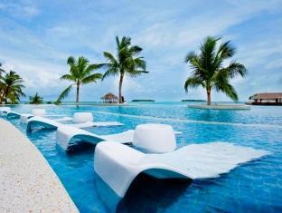 kandooma resort maldives - swimming pool