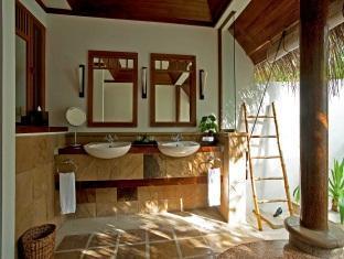 kanuhuraa resort maldives - beachvilla bathroom