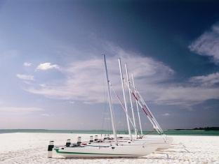 kanuhuraa resort maldives - catamaran