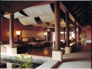 kanuhuraa resort maldives - spa relaxing area