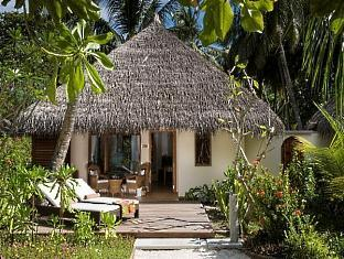 kuramathi island resort maldives - duluxe beachvilla with jacuzzi