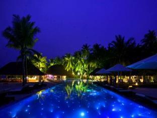 kuramathi island resort maldives - swimming pool
