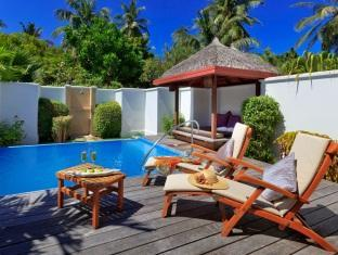 kurumba resort maldives alqasr - poolvilla poolside