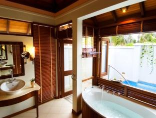 kurumba resort maldives alqasr - private villa bath room