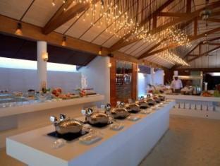 lily beach resort maldives - buffet