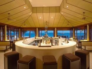 lily beach resort maldives - pub lounge