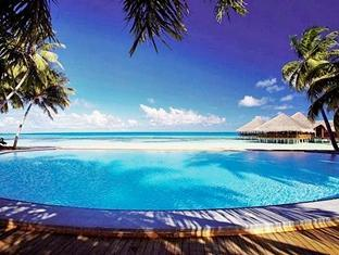 medhufushi island resort maldives - swimming pool