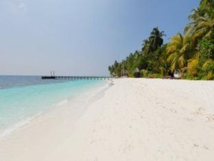 mirihi island resort maldives - beach