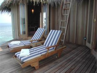 nika island resort maldives - surroundings