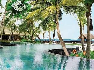 one only reethi rah resort maldives - landscape pool