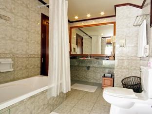 royal island resort maldives - bathroom
