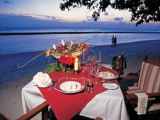 royal island resort maldives - beach dining