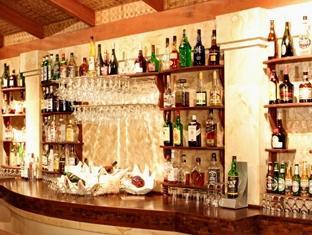royal island resort maldives - pub lounge
