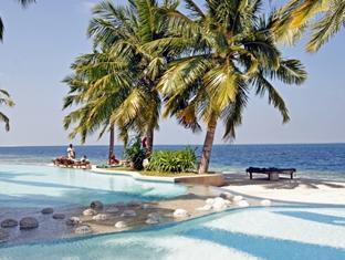 royal island resort maldives - swimmingpool