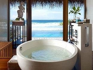 shangrilas villingili resort maldives - tree house bathroom