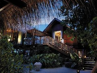 shangrilas villingili resort maldives - tree house villa at dusk