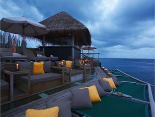 soneva fushi resort maldives - bar