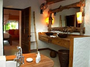 soneva fushi resort maldives - rehendi bathroom
