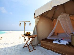 soneva fushi resort maldives - sand bank tent