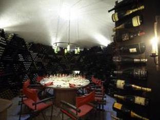 soneva fushi resort maldives - wine cellar