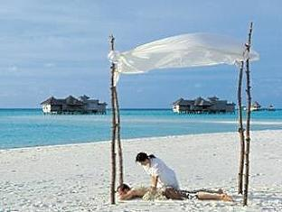 soneva gili resort maldives - beach massage