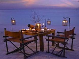 soneva gili resort maldives - romantic beach dinner