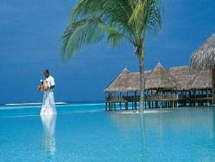 soneva gili resort maldives - swimmingpool