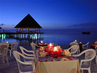 vilu reef beach spa resort maldives - beach dinner