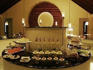 zitahli kudafunafaru resort maldives - desert buffet