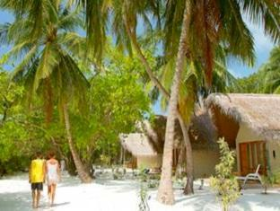 adaaran select hudhuranfushi resort maldives - beach