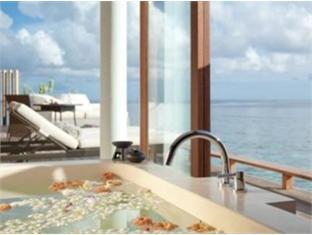 alila villas hadahaa resort maldives - park villa water bathroom