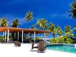 alila villas hadahaa resort maldives -restaurant at pool