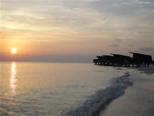 alila villas hadahaa resort maldives -sunset at hadaha