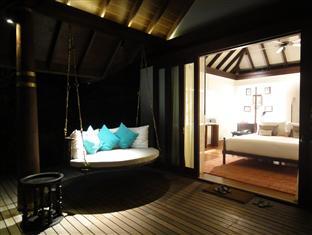 anantara kihavah villas maldives resort - beach pool villa at night