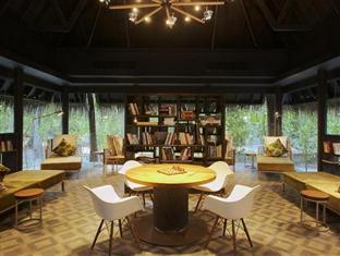 anantara kihavah villas maldives resort - library