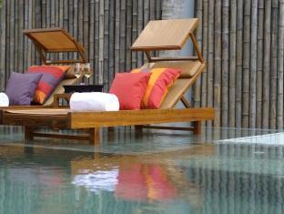 anantara kihavah villas maldives resort - poolside