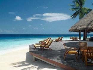 angsana resort spa ihuru maldives - velaavani bar at day