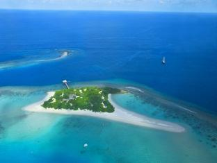 banyan tree madivaru resort maldives - over view