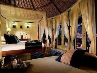 banyan tree vabbinfaru resort maldives - deluxe beach front villa bedroom