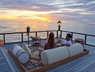 banyan tree vabbinfaru resort maldives - sunset pier