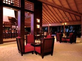 baros maldives resort - sails bar