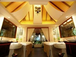 baros maldives resort - spa treatment room