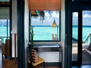 beach house waldorf astoria resort maldives - water villa interior