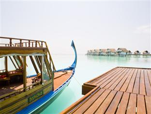 centara grand island resort maldives - dhoni at arrival