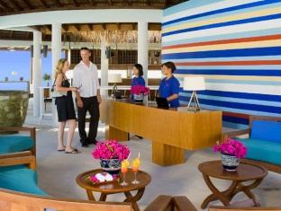 centara grand island resort maldives - reception