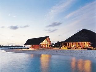 cocoa island resort maldives - faru bar and ufaa restaurant
