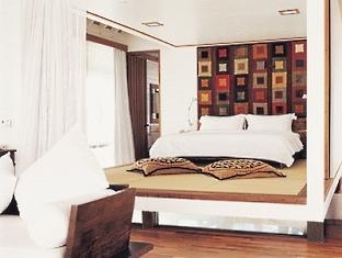 cocoa island resort maldives - one bedroom villa bedroom