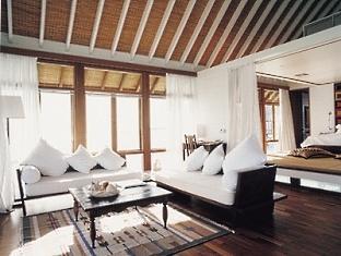 cocoa island resort maldives- one bedroom villa livingroom