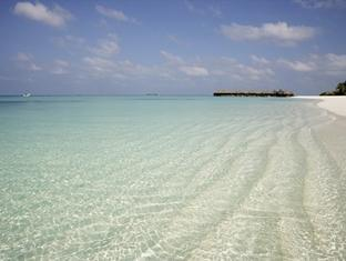 coco palm dhunikolhu resort maldives -beach