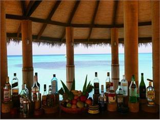 coco palm dhunikolhu resort maldives -pub lounge